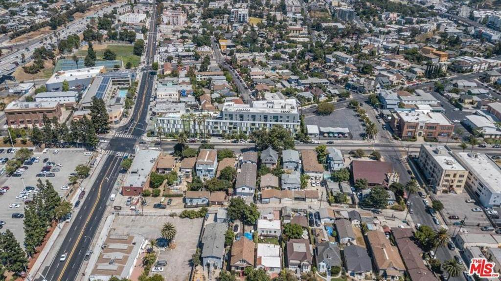 17. Residential Income for Sale at N Union Avenue Los Angeles, California 90026 United States