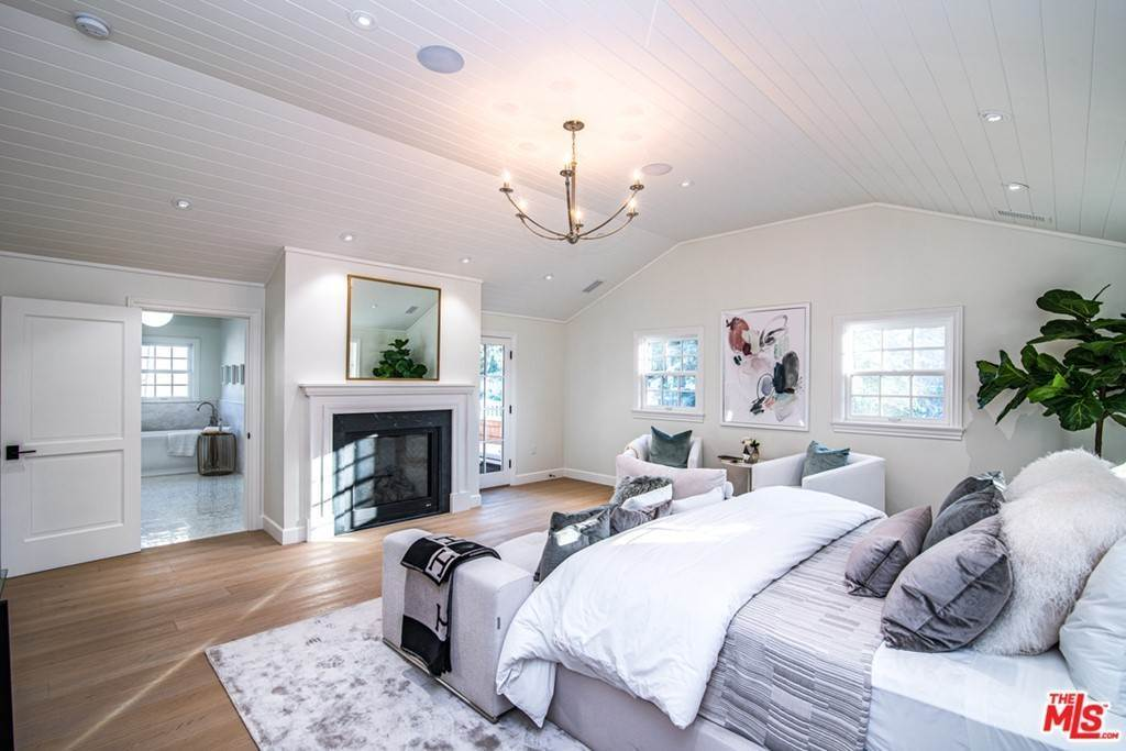 14. Residential for Sale at 25th Street Santa Monica, California 90402 United States