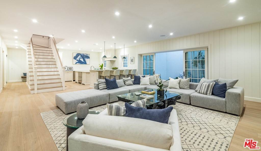 21. Residential for Sale at 25th Street Santa Monica, California 90402 United States
