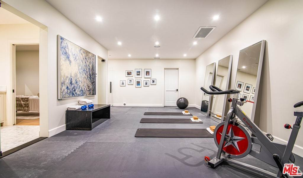 25. Residential for Sale at 25th Street Santa Monica, California 90402 United States