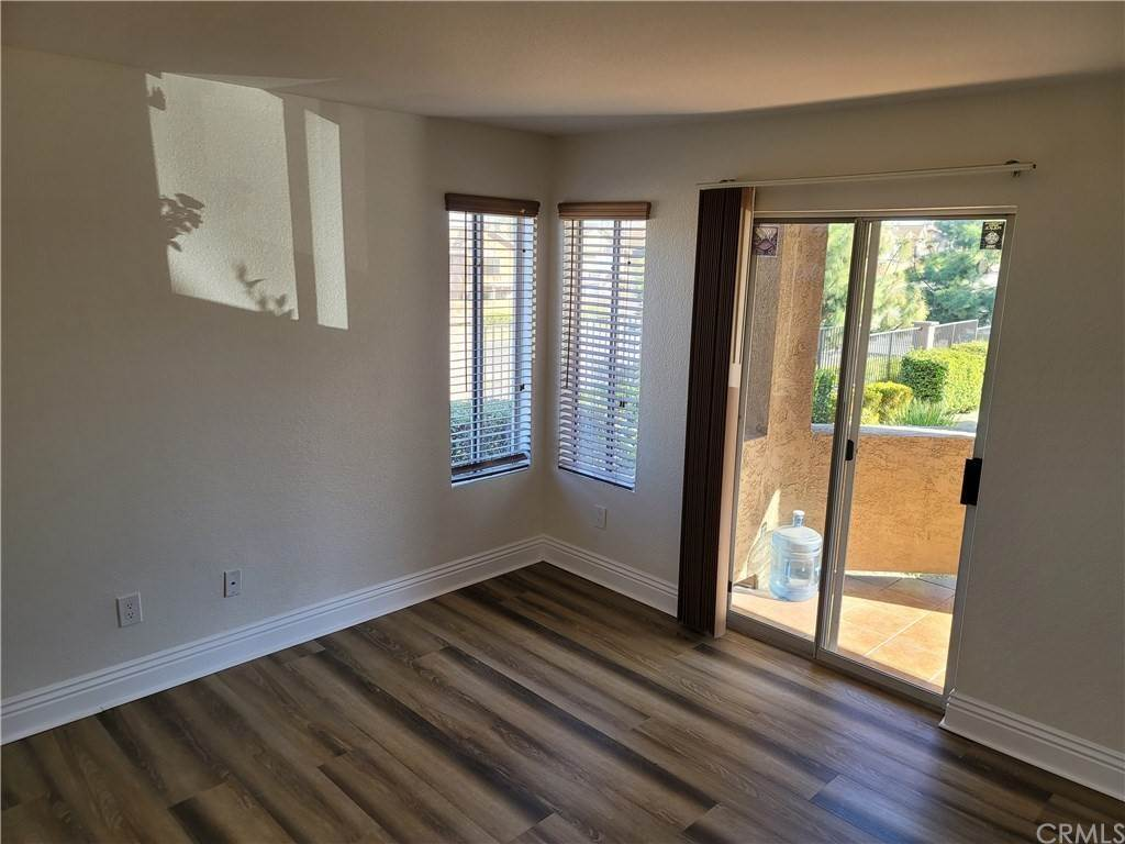 13. Residential for Sale at Del Mar Way Corona, California 92882 United States