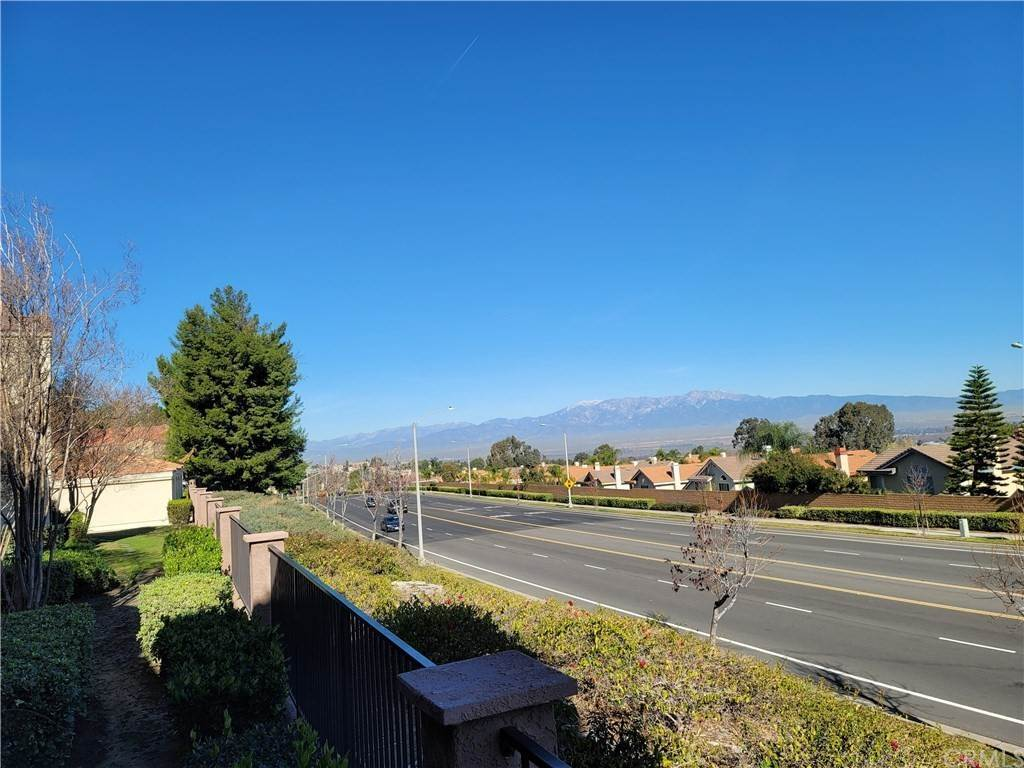 19. Residential for Sale at Del Mar Way Corona, California 92882 United States