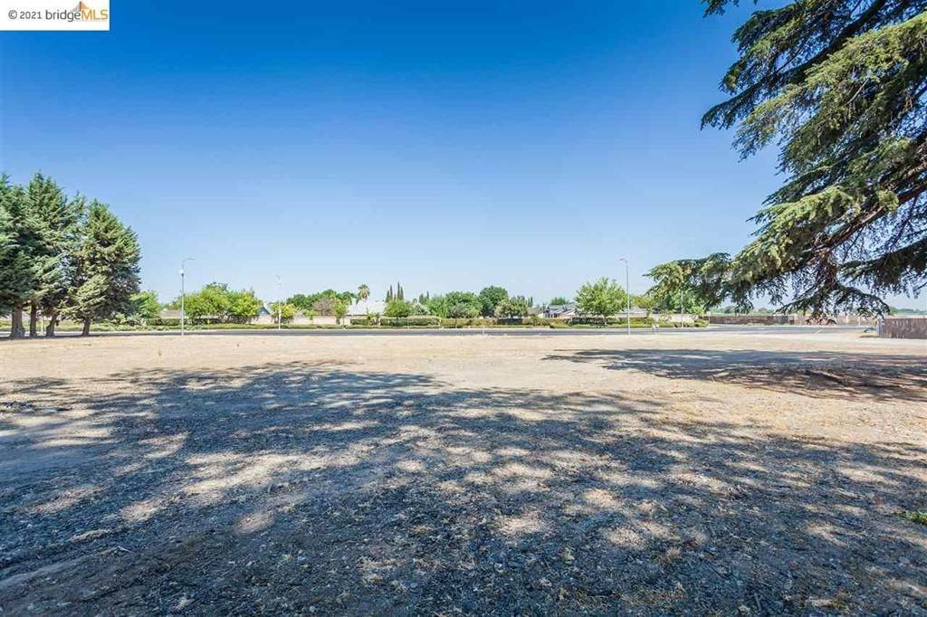 Commercial for Sale at Walnut Blvd Brentwood, California 94513 United States