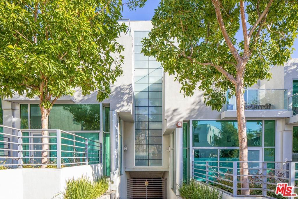 Residential Income for Sale at -924 N West Knoll Drive West Hollywood, California 90069 United States