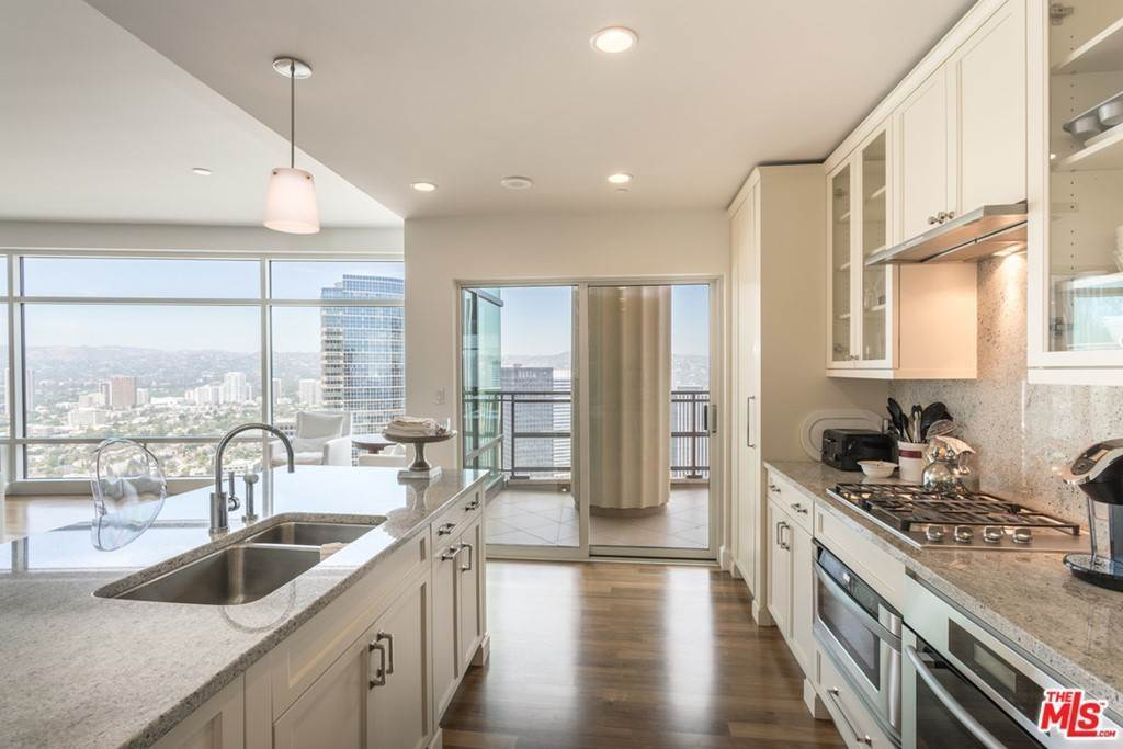 5. Residential Lease for Sale at W CENTURY Drive Los Angeles, California 90067 United States