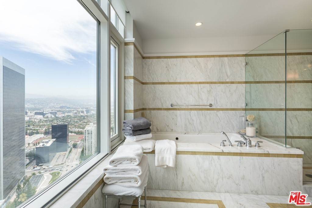 7. Residential Lease for Sale at W CENTURY Drive Los Angeles, California 90067 United States