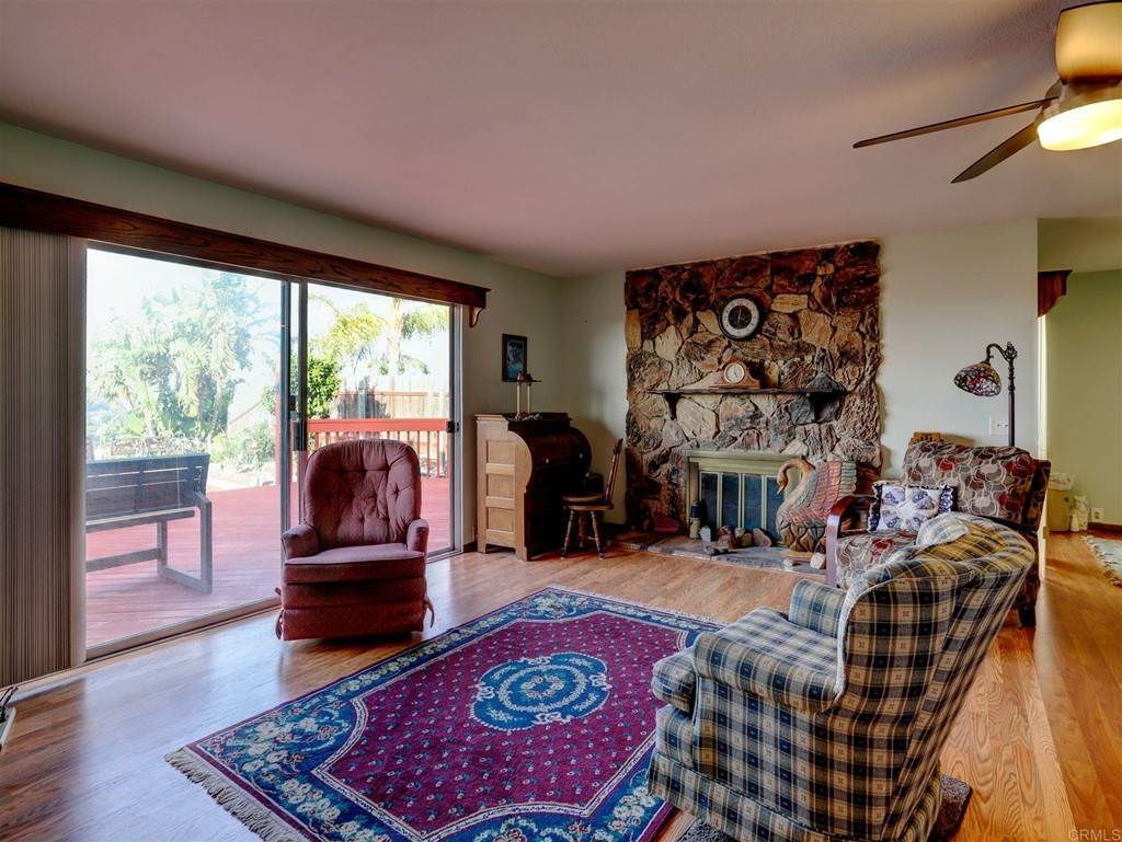 20. Residential for Sale at Wooster Oceanside, California 92056 United States