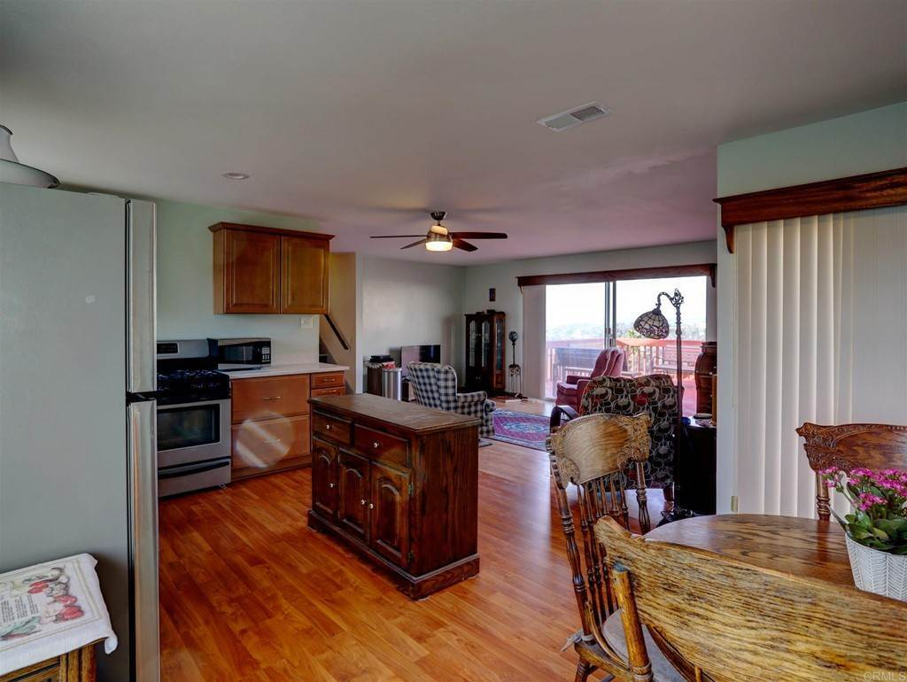 25. Residential for Sale at Wooster Oceanside, California 92056 United States