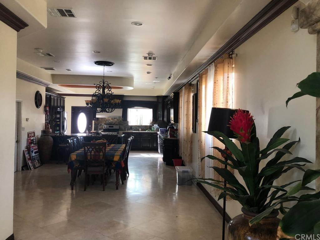 15. Residential for Sale at Cortland Avenue Paramount, California 90723 United States