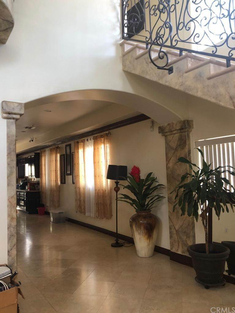 19. Residential for Sale at Cortland Avenue Paramount, California 90723 United States