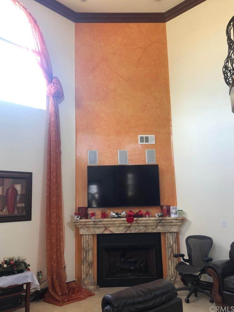 21. Residential for Sale at Cortland Avenue Paramount, California 90723 United States