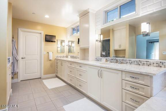 25. Residential for Sale at Camino Dos Rios Thousand Oaks, California 91360 United States