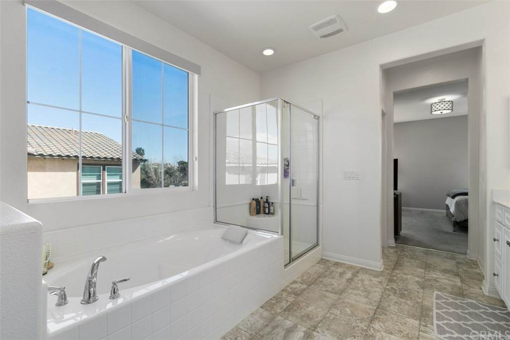 20. Residential for Sale at Ponta Way Riverside, California 92505 United States