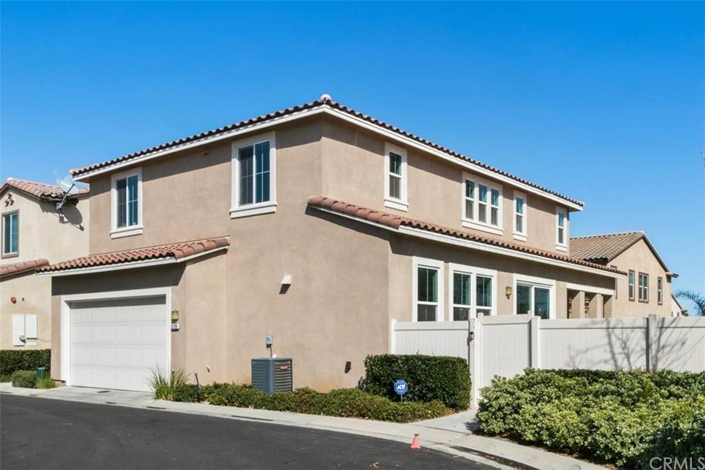 26. Residential for Sale at Ponta Way Riverside, California 92505 United States