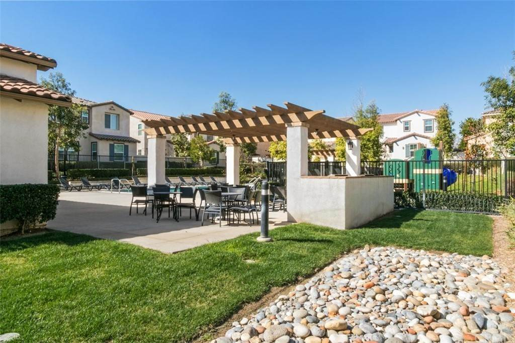 32. Residential for Sale at Ponta Way Riverside, California 92505 United States