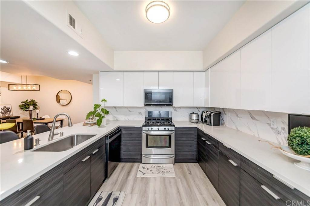 16. Residential for Sale at Goshen Avenue Los Angeles, California 90049 United States