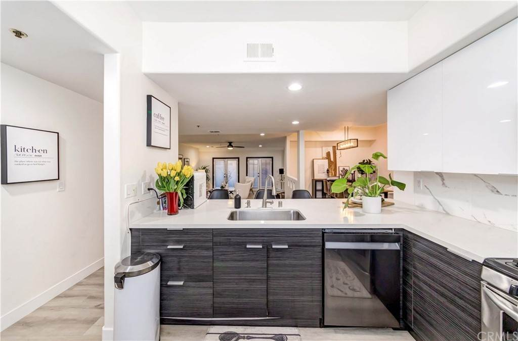 18. Residential for Sale at Goshen Avenue Los Angeles, California 90049 United States