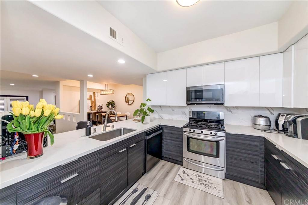 20. Residential for Sale at Goshen Avenue Los Angeles, California 90049 United States