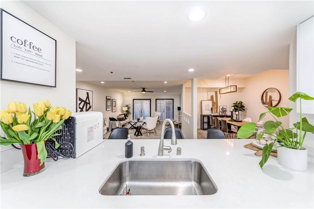 22. Residential for Sale at Goshen Avenue Los Angeles, California 90049 United States