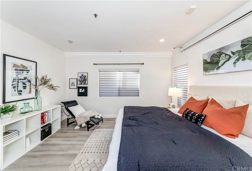 32. Residential for Sale at Goshen Avenue Los Angeles, California 90049 United States
