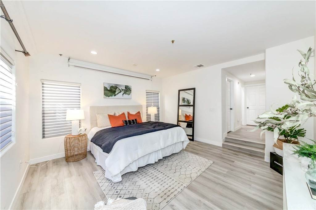 33. Residential for Sale at Goshen Avenue Los Angeles, California 90049 United States