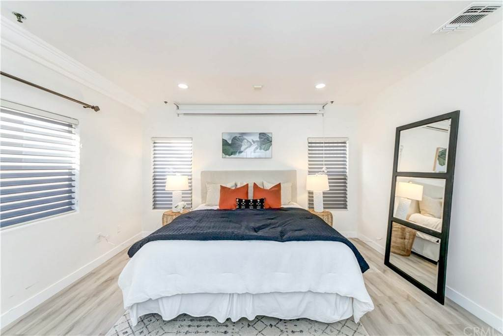 35. Residential for Sale at Goshen Avenue Los Angeles, California 90049 United States