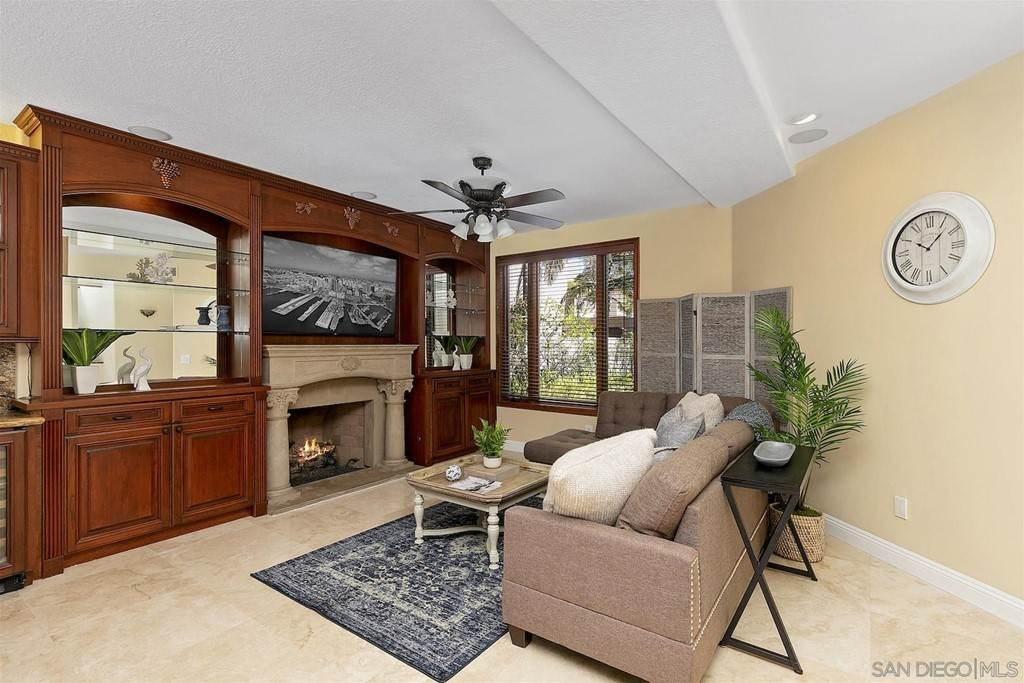 16. Residential for Sale at Spinnaker Way Coronado, California 92118 United States