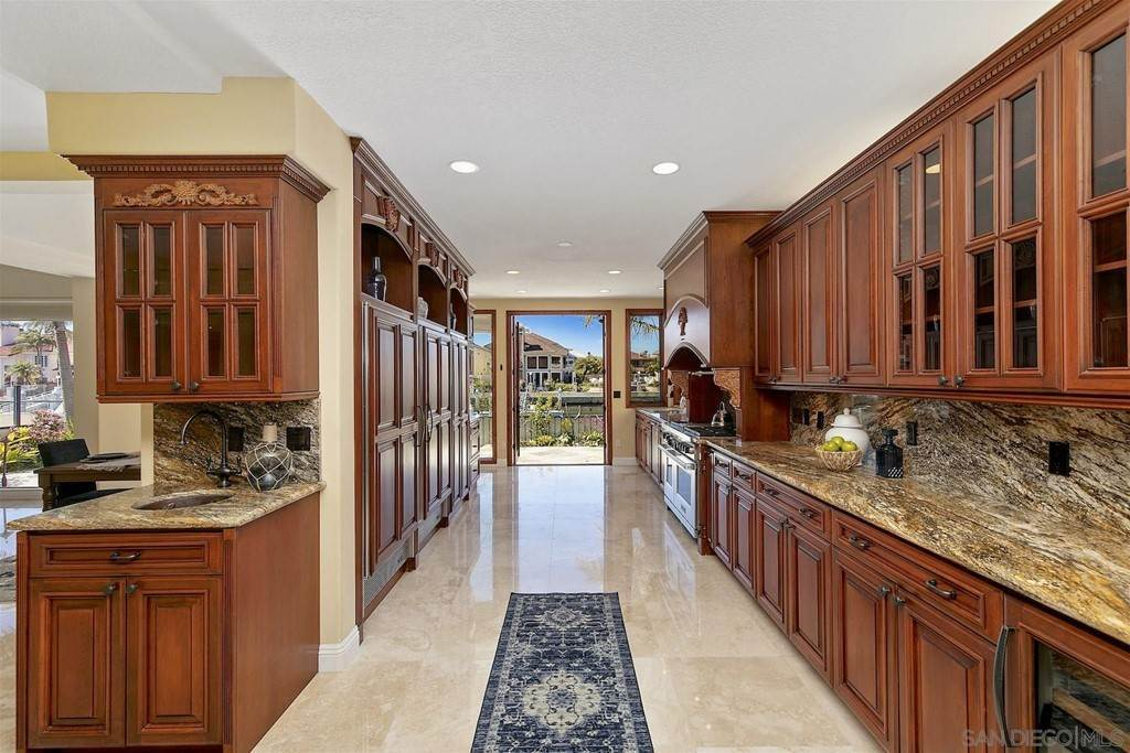 18. Residential for Sale at Spinnaker Way Coronado, California 92118 United States