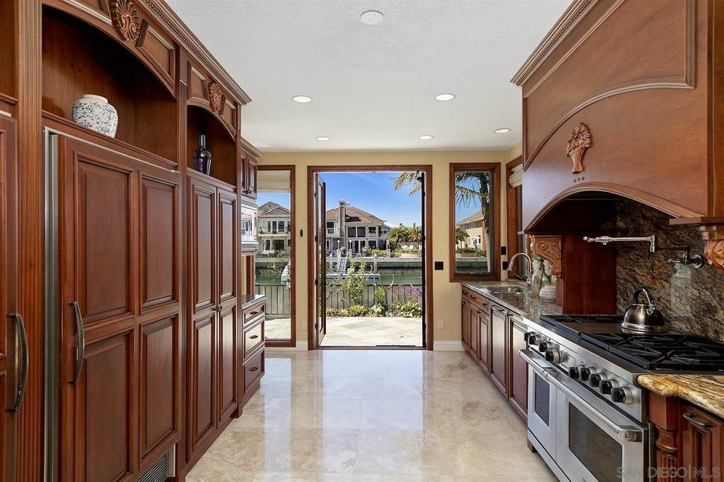 19. Residential for Sale at Spinnaker Way Coronado, California 92118 United States