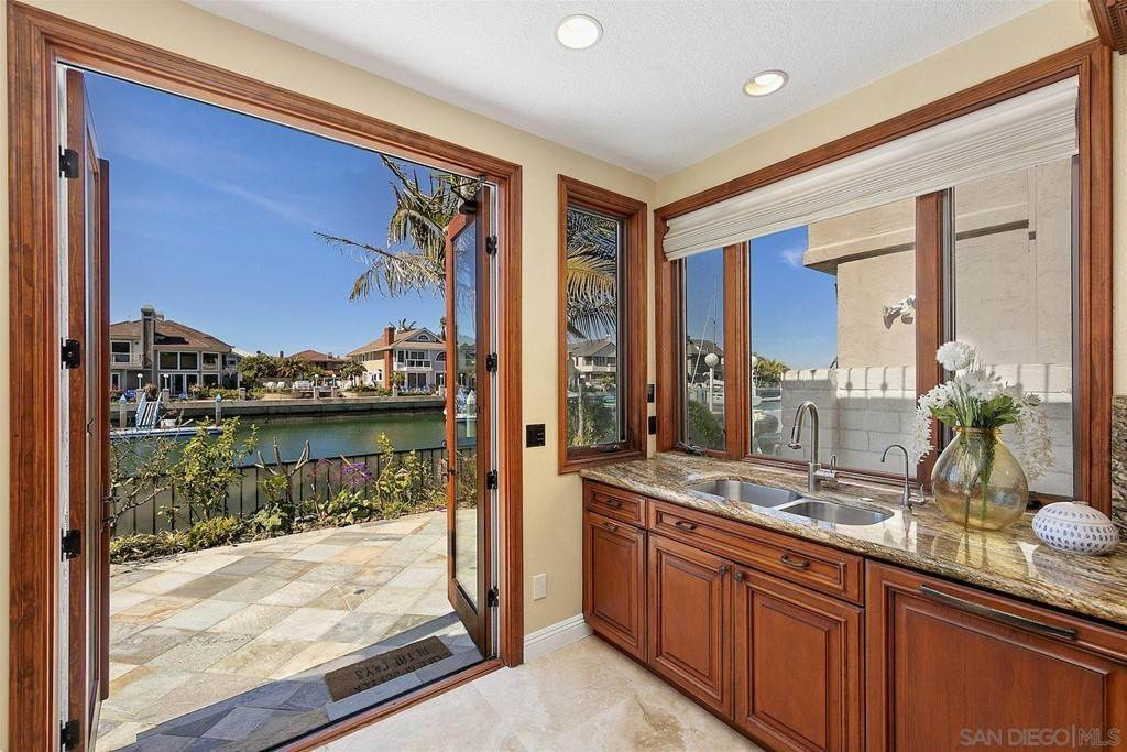 20. Residential for Sale at Spinnaker Way Coronado, California 92118 United States
