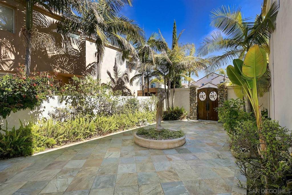 8. Residential for Sale at Spinnaker Way Coronado, California 92118 United States
