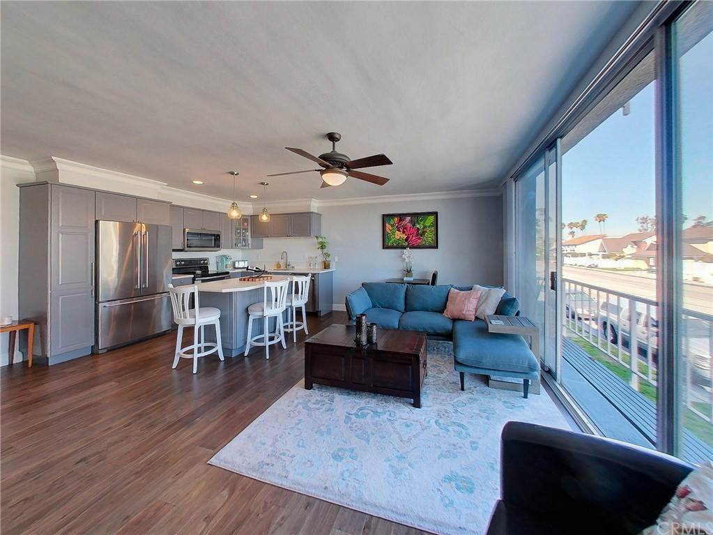 7. Residential for Sale at Bay Shore Avenue Long Beach, California 90803 United States