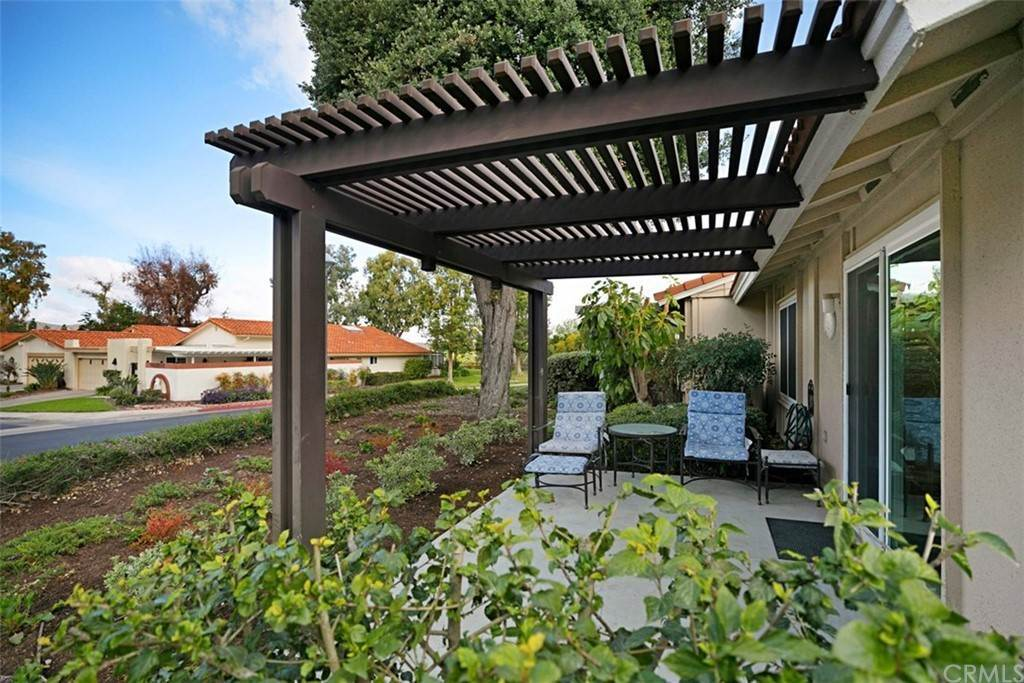 24. Residential for Sale at Alta Vista Laguna Woods, California 92637 United States