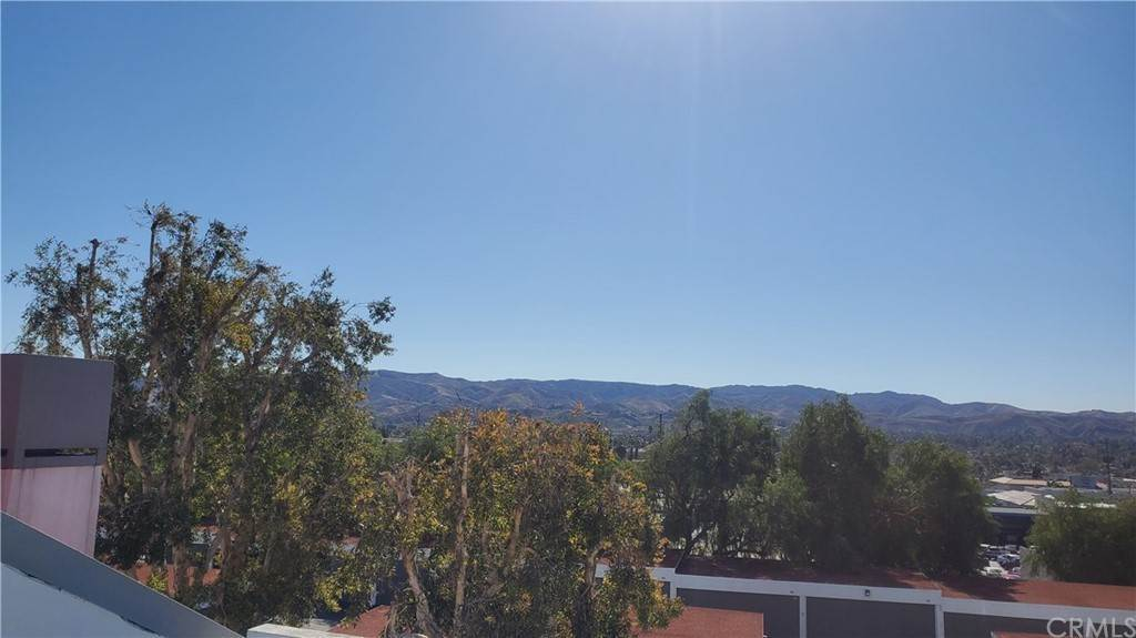 13. Residential for Sale at Tivoli Lane Simi Valley, California 93065 United States
