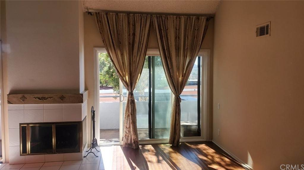 25. Residential for Sale at Tivoli Lane Simi Valley, California 93065 United States