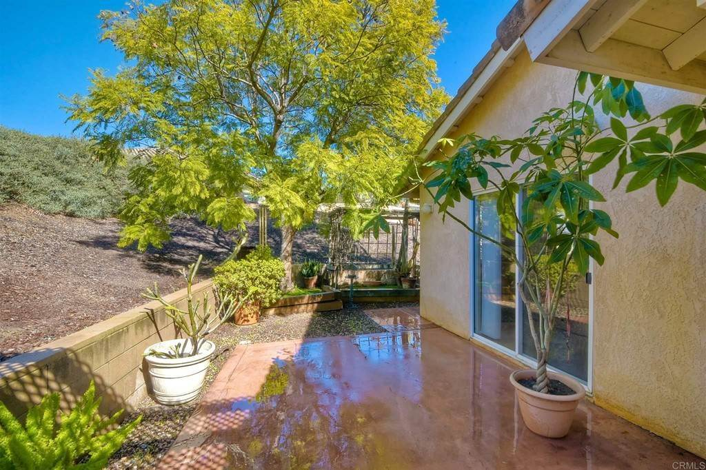 22. Residential for Sale at Meadow Lake Drive Vista, California 92084 United States