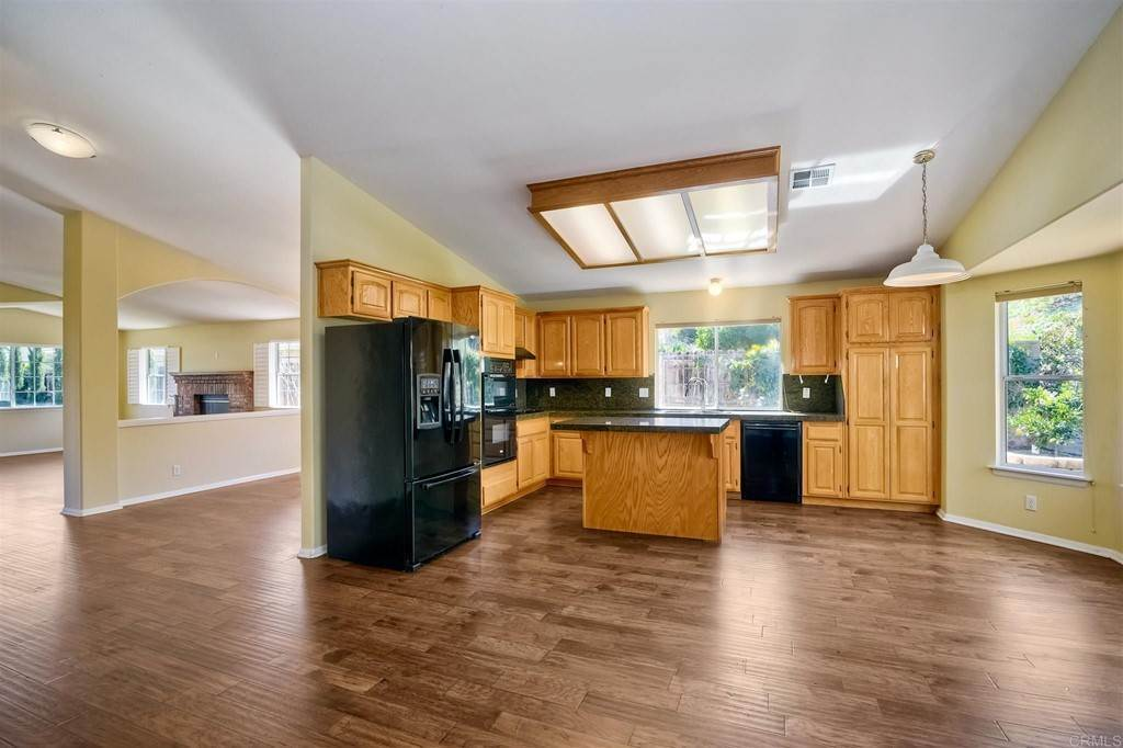 7. Residential for Sale at Meadow Lake Drive Vista, California 92084 United States