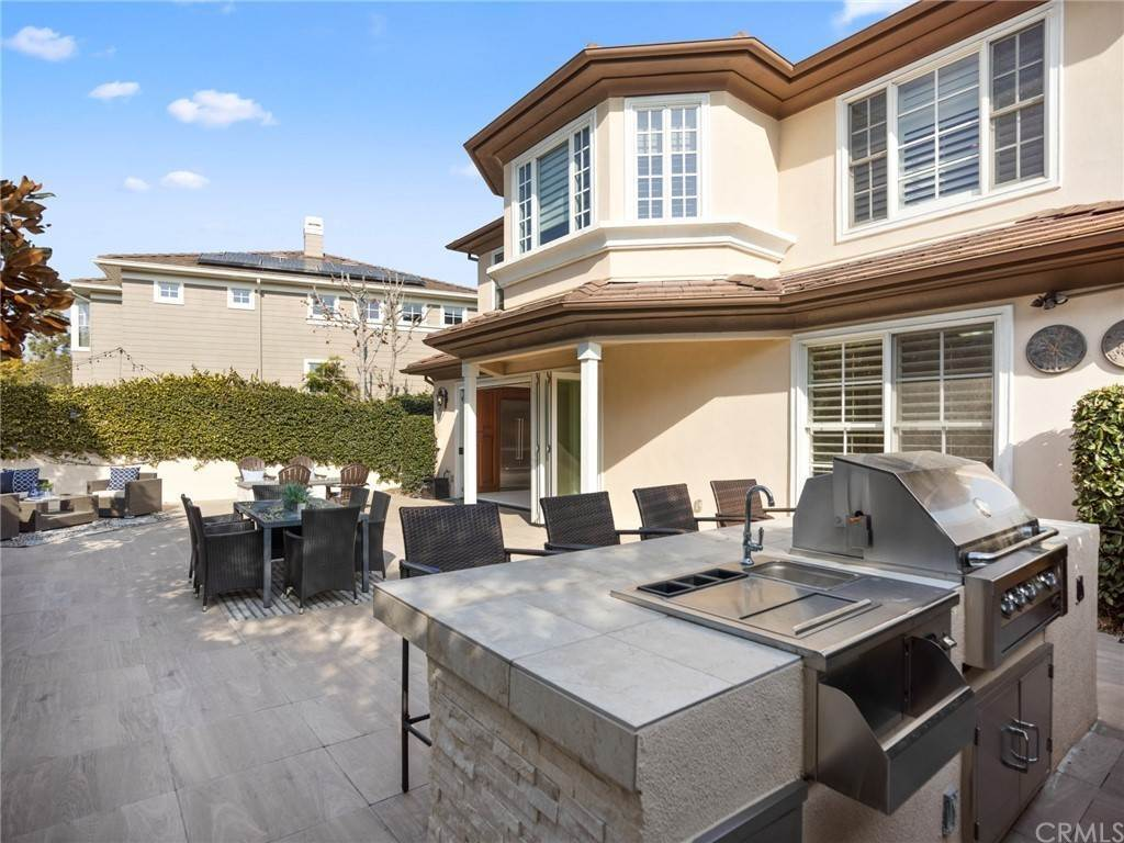 24. Residential for Sale at Singletree Drive Newport Beach, California 92660 United States