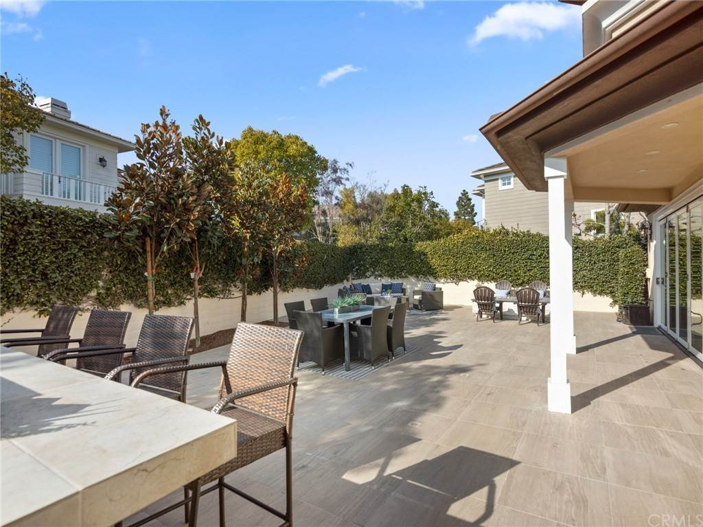25. Residential for Sale at Singletree Drive Newport Beach, California 92660 United States
