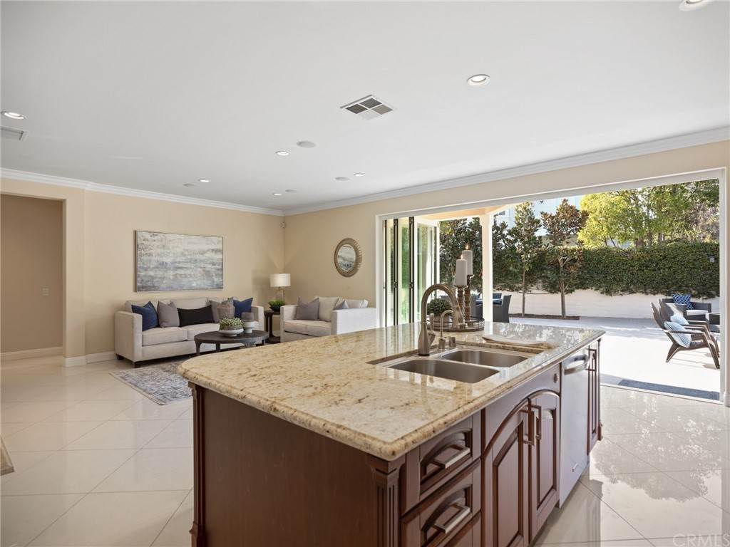 7. Residential for Sale at Singletree Drive Newport Beach, California 92660 United States