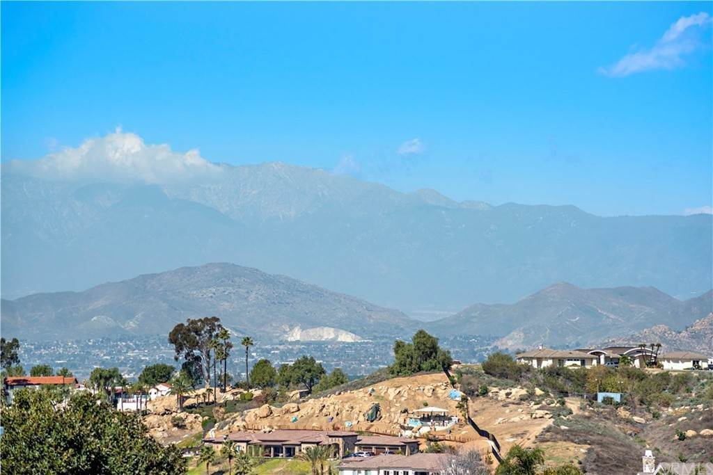 3. Residential for Sale at Wyndham Hill Drive Riverside, California 92506 United States