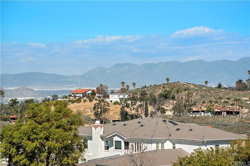 43. Residential for Sale at Wyndham Hill Drive Riverside, California 92506 United States