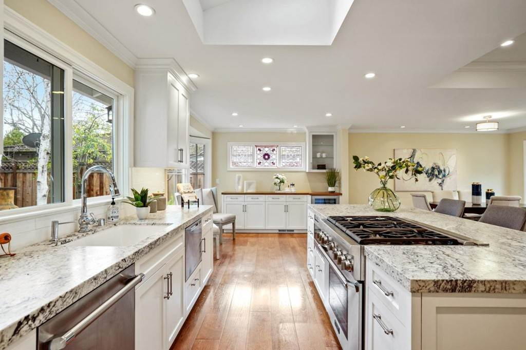 15. Residential for Sale at Sharon Court Palo Alto, California 94301 United States