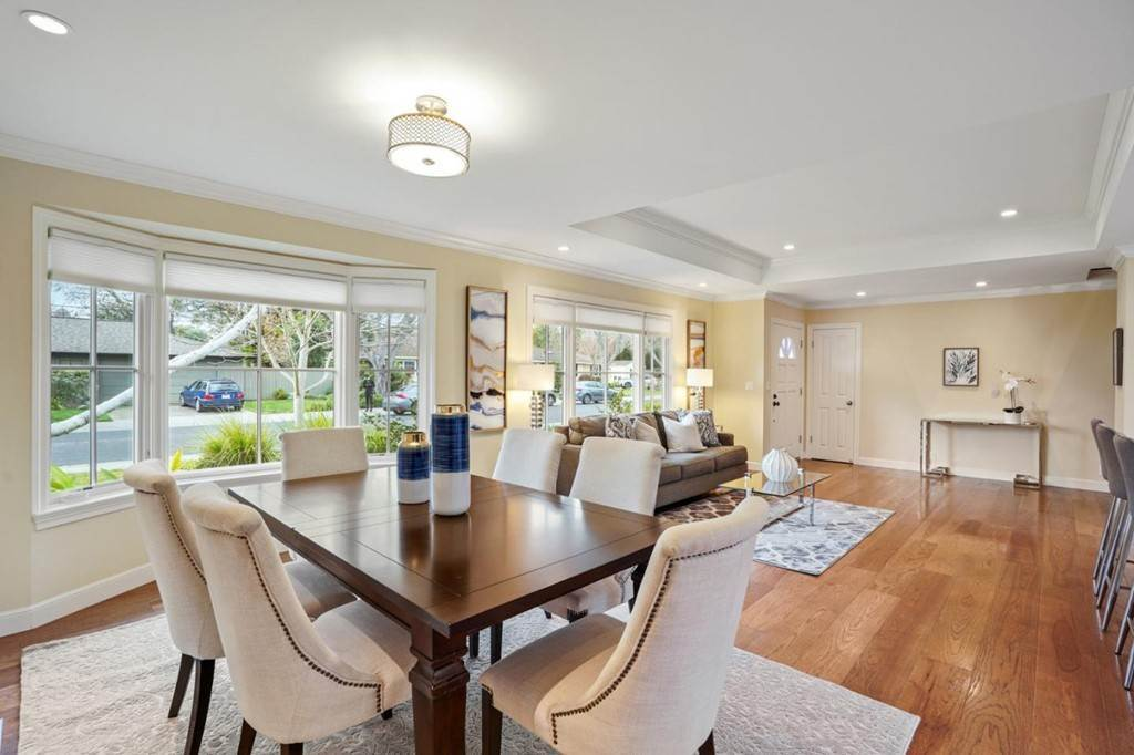 18. Residential for Sale at Sharon Court Palo Alto, California 94301 United States