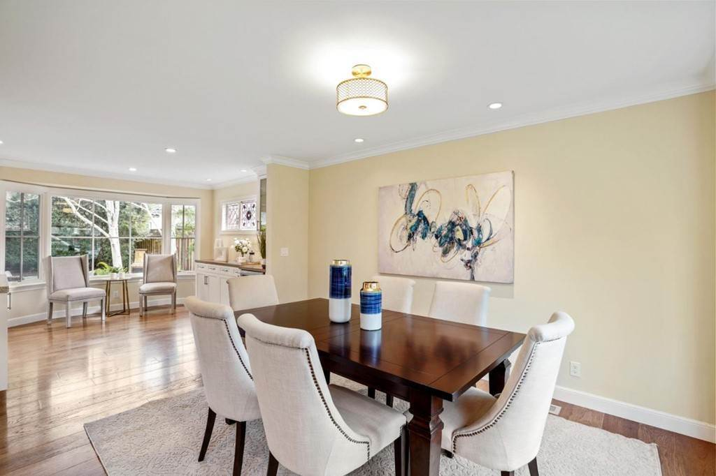 20. Residential for Sale at Sharon Court Palo Alto, California 94301 United States