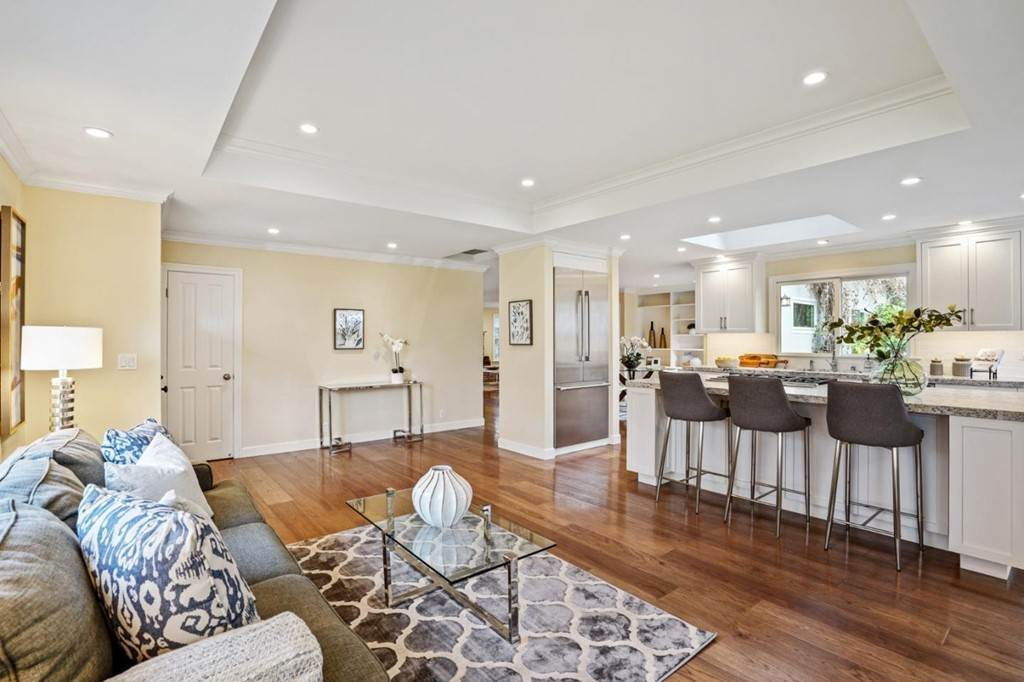 21. Residential for Sale at Sharon Court Palo Alto, California 94301 United States