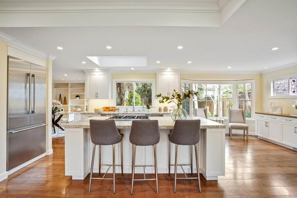 25. Residential for Sale at Sharon Court Palo Alto, California 94301 United States