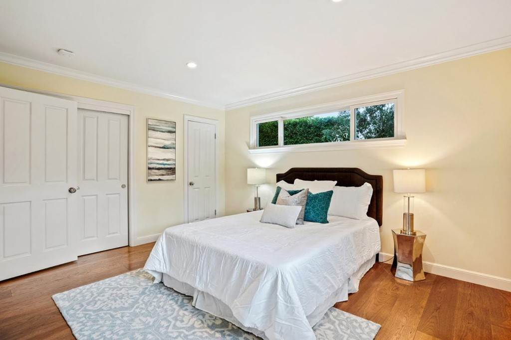 40. Residential for Sale at Sharon Court Palo Alto, California 94301 United States