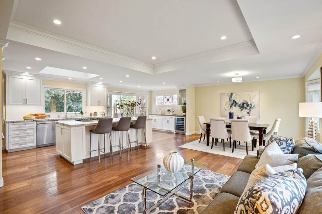 7. Residential for Sale at Sharon Court Palo Alto, California 94301 United States