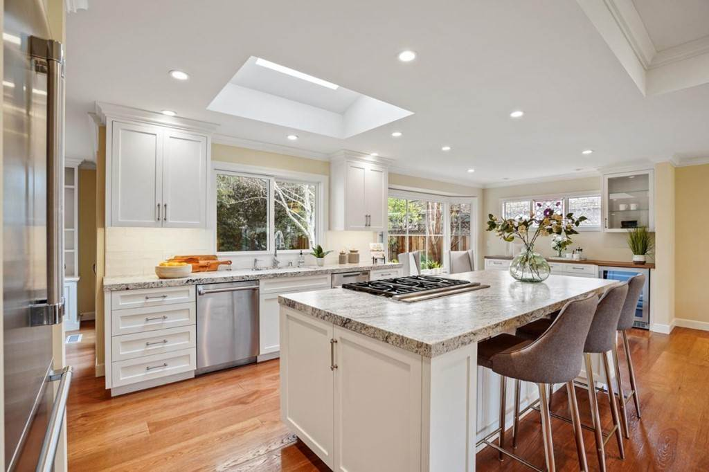 8. Residential for Sale at Sharon Court Palo Alto, California 94301 United States